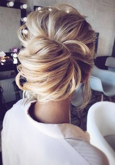Wedding updos for medium hair always look trendy and romantic. Pick the most appropriate variant of wedding hairstyles from our new list! Wedding Hairstyles For Long Hair, Wedding Hair And Makeup, Bride Hairstyles, Pretty Hairstyles, Bridal Hair, Hair Makeup, Formal Hairstyles, Wedding Up Do, Beach Hairstyles