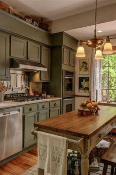 Home Decor Kitchen, Rustic Kitchen, Interior Design Kitchen, Home Kitchens, Kitchen Ideas, Distressed Kitchen, Cottage Style Kitchens, Small Country Kitchens, Kitchen Pics