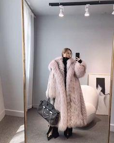 Japanese Beauty, Fox Fur, Ladies Fashion, Womens Fashion, Asian, Fur Coats, Lady, Feathers, Jackets