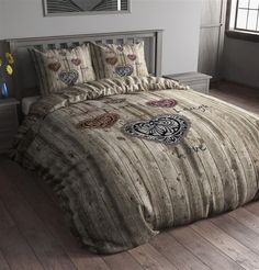 Sleeptime Dekbedovertrek Wood Symbols Taupe is gemaakt van 100% Micropercal. Deze stof voelt soepel en zacht aan. Je geniet gegarandeerd van een goede nachtrust onder dit overtrek. Het Sleeptime Wood Symbols Dekbedovertrek is bovendien ademend en vochtregulerend. Doordat dit overtrek strijkvrij is ziet het er altijd heel netjes uit.