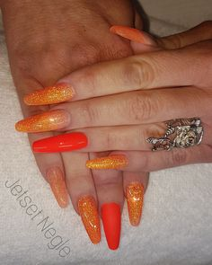#newnails💅 #nailart #acrylic #acrylicnails #akrylnegle #glitter #glitternails #naillove #orangenails #orangeglitter  #nailswag #nailaholic #gelnails #coulornails #coffinnails
