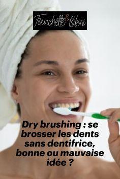 Un brossage de dents efficace sans dentifrice, est-ce vraiment une idée judicieuse ? Après la tendance du brossage corporel à sec, c'est maintenant ce que conseille certains dentistes pour avoir des dents plus propres et un sourire éclatant ! Fourchette & Bikini vous explique tout sur le dry brushing ! Everything, Brush Teeth, Brushing, Smile, Beauty Tricks