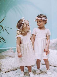 Les petites filles d'honneur par Lorafolk