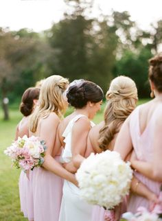 love this shot of the bride and her maids! | via @Karen Jacot Jacot Darling Me Pretty & Lindsey Ocker Photography #DonnaMorganEngaged