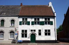 https://flic.kr/p/g4d88 | Het Witpeerd, Zichem | Het voormalige tolhuis aan de Grote Markt van Zichem dateert uit 1617. Het gebouw is sinds 1975 beschermd als monument en werd in 1989 gerestaureerd.  Foto: Tijl Vereenooghe