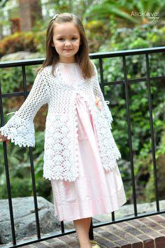 Magnolia Lace Summer Coat - Crochet Sz 2-12 years    Parece um pouco qdo Aline era pequena. Ela tinha mais ou menos essa idade qdo a conheci.