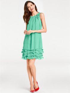 ca82a443cf9 Ce qu on aime le + chez cette robe de soirée   Ses volants !