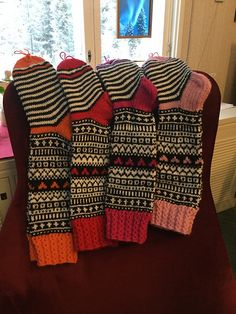 Fair Isle Knitting, Knitting Socks, Hand Knitting, Knitting Patterns, Crochet Boots, Knit Crochet, Lots Of Socks, Sock Crafts, Knitted Shawls