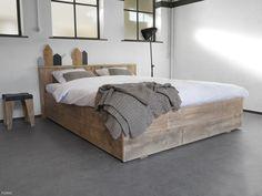 Steigerhouten bed Anemone is verkrijgbaar als éénpersoonsbed of tweepersoonsbed.