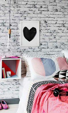 décoration chambre ado fille de style urbaine, linge de lit girly, papier peint trompe l'oeil