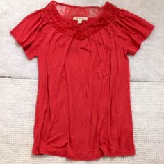 Lacey coral top Short-sleeve, flowy top in a pretty coral color.   V-neck with a lacey design around the neck.  In perfect condition Forever 21 Tops Blouses