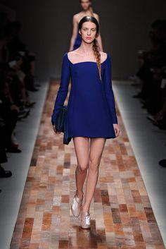 Descubre tus hombros con el escote más sexy, ¡tendencia en las pasarelas y favorito entre las celebs! Look de Valentino otoño-invierno 2013