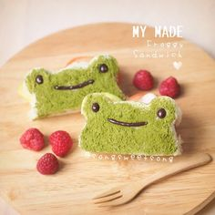 Frog sandwich. Kawaii food art Cute Snacks, Cute Food, Funny Food, Frog Food, Cute Bento Boxes, Kawaii Bento, Kawaii Dessert, Bento Recipes, Japanese Dishes