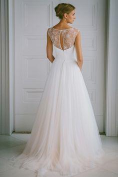 delicata e chic la sposa Elenoire #weddingdress