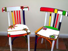 Mueble pintado Mundo Descomunal: Intervened chairs Albums Make Memories Live Everybody wants to have the most beautiful images for their s. Whimsical Painted Furniture, Hand Painted Chairs, Hand Painted Furniture, Funky Furniture, Art Furniture, Colorful Furniture, Handmade Furniture, Furniture Makeover, Funky Chairs