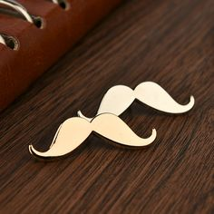 Fashion Men Beard Shape Vintage Brooch For Men Alloy Plated Collar Brooch for Wedding Business Suit Lapel Pins Mens Accessories