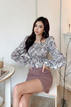 Asian Woman, Asian Girl, Korean Fashionista, Sporty Outfits, Korean Women, Athletic Wear, Beautiful Legs, Girl Crushes, Tumblr
