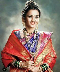 Maharashtrian bridal look Indian Bridal Couture, Indian Bridal Fashion, Traditional Hairstyle, Traditional Outfits, Marathi Bride, Marathi Wedding, Hairstyles For Gowns, Indian Wedding Makeup, Wedding Guest Style