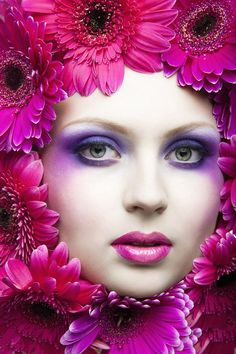 a98069e5e2351 Woman in red flowers. Photographer  Tatiana Dovydenko - Pixdaus Cor  Magenta