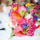 Bruidsboeket felle kleuren bloemen