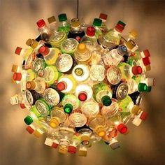 Lámpara globo a base de botellas de plástico