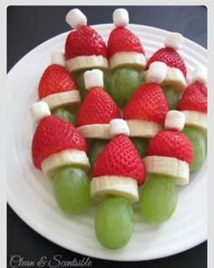 Christmas Snacks Lots of fun Christmas breakfast ideas that your kids will love! Grinch fruit kabobs and lots of other ideas.Lots of fun Christmas breakfast ideas that your kids will love! Grinch fruit kabobs and lots of other ideas. Christmas Brunch, Christmas Breakfast, Christmas Appetizers, Breakfast For Kids, Christmas Fruit Ideas, Christmas Christmas, Christmas Party Treats For Kids, Christmas Party Desserts, Fruit Appetizers
