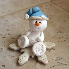 Handmade snowman using polymer clay Polymer Clay Ornaments, Fimo Clay, Polymer Clay Projects, Polymer Clay Creations, Polymer Clay Figures, Christmas Snowman, Christmas Ornaments, Merry Christmas, Polymer Clay Christmas