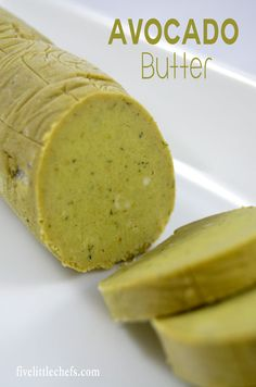 Avocado Butter Avocado butter recipe is easy to whip up. Add to the top of a grilled piece of meat, fish, toast or corn on the cob to jazz it up. Impress your guests with minimal work. Flavored Butter, Homemade Butter, Butter Recipe, Avocado Dessert, Healthy Diet Recipes, Vegan Recipes, Cooking Recipes, Freezer Cooking, Cooking Tips
