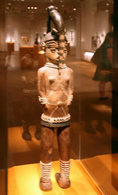 Double figure, Kuyu peoples, Republic of the Congo, Late 19th to early 20th century, Wood, pigment