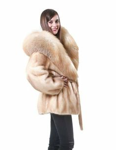 mink fur coat wild woman with large fox collar matching Coats For Women, Clothes For Women, Fur Collar Coat, Fur Clothing, Fur Accessories, Mink Fur, Fur Fashion, Fox Fur, Fur Jacket
