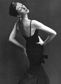 Dovima, evening dress by Griffe, Paris, August 1955Photo by Richard Avedon