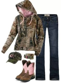Mossy Oak Camo Country Outfit But not those cow boy boots Country Style Outfits, Country Wear, Country Girl Style, Country Fashion, Country Life, Country Music, Camo Outfits, Cowgirl Outfits, Riding Outfits