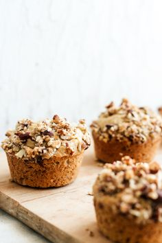 Banana Espresso Muffins with an Almond Crumble Topping- the perfect morning pick-me-up! Banana Crumble Muffins, Dessert Recipes, Brunch Recipes, Desserts, Best Espresso, Espresso Coffee, Crumble Topping, Roasted Almonds, Muffin Recipes