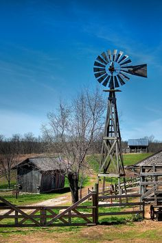old farm windmill photos at DuckDuckGo Country Barns, Country Life, Country Living, Country Roads, Cenas Do Interior, Farm Windmill, Windmill Diy, Wooden Windmill, Western Saloon