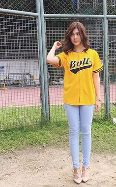 Sofia Andres Hot Girls, Ideal Girl, Filipina, Outfit Goals, Beautiful Celebrities, Girl Crushes, Different Styles, Celebrity Style, Graphic Sweatshirt