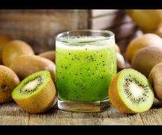 Being an addition to the beauty of nature, kiwi fruit also have multiple benefits to our health. Kiwi fruit is named after the name of kiwi bird, a famous flightless bird of New Zealand. It is beca… Kiwi Smoothie, Smoothie Detox, Kiwi Fruit Benefits, Kiwi Health Benefits, Sumo Natural, Kiwi Recipes, Juice Recipes, Kiwi Juice, Fruit Nutrition