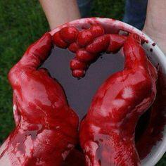 Bilderesultat for broken heart bloody heart Vampires, Gore Aesthetic, Death Aesthetic, Blood Art, Ex Machina, Dark Art, Gatsby, Horror, Lime