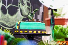 Balões Confete na decoração do Hulk para os 3 aninhos do Guga.  Créditos: Fotos: Katia Rodrigues Decoração Silvia Roveri Eventos Painel, mesas e peças Pop Mobile - Locação de Objetos e Móveis para Festas Arte do painel @danramos2277 e @_querido_desenho  Bolo Doceria da Naná Cupcakes Red Apple Atelie Brigadeiros É tempo de Brigadeiro Balões Balão Cultura #festahulk #balãoconfete #balãoconfeti #balaoconfete #balaocultura