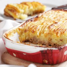 This easy to make ground beef and mashed potato Cottage Pie turns a few simple ingredients into a very attractive, tasty meal.. Cottage Pie Recipe from Grandmothers Kitchen.