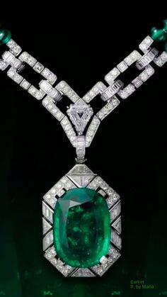 Cartier Emerald and Diamond Pendant Emerald Bracelet, Emerald Jewelry, Gemstone Jewelry, Emerald Rings, Emerald Pendant, Diamond Pendant, Cartier Necklace, Cartier Jewelry, Jewelry Case