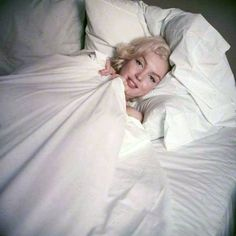 Marilyn Monroe in by Milton H Greene Norma Jean Marilyn Monroe, Marilyn Monroe Life, Marilyn Monroe Photos, Milton Greene, Imperfection Is Beauty, Norma Jeane, Old Hollywood, American Actress, Photoshoot