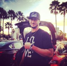 Colin Kaepernick Sexy Hats and Tees Colin Kaepernick, Dean Martin, Role Models, Sexy Men, Nfl, Football, Young Young, Celebrities, Tees