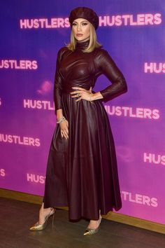 Jennifer Lopez, Cardi B & More Attend 'Hustlers' Photo Call!: Photo Jennifer Lopez wears a maroon dress and matching hat to the Hustlers photo call held at Four Seasons Los Angeles on Sunday (August in Beverly Hills, Calif. J Lo Fashion, Star Fashion, Fashion Looks, Vogue Fashion, Jennifer Lopez Red Carpet, Leather Dresses, Leather Outfits, Leather Fashion, Red Leather