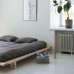 JAPAN SÄNKYRUNKO Bedroom Inspo, Bedroom Colors, Bedroom Decor, Bedroom Ideas, Man Room, Cabin Homes, Furniture Inspiration, House Rooms, Dream Bedroom