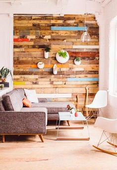Pared revestida con madera - Palés y tablones de madera reciclados para decorar - Decoración DIY