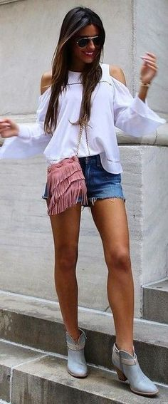 #spring #summer #fashion #outfitideas White Crop + Fringes + Shorts