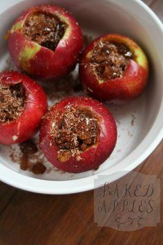 Μήλα στο φούρνο με καρύδια και κανέλα