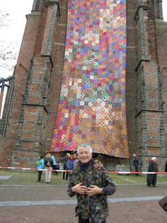Kaffe fasset - giant quilt on building Quilting Projects, Quilting Designs, Art Quilting, Quilt Art, Sewing Projects, Quilt Display, Bargello Quilts, Fair Isle Knitting, Textile Artists