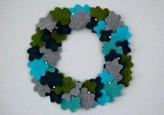 DIY Winter Sweater Wreath DIY Clothes DIY Refashion DIY Sweater