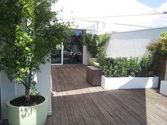 Realizzazione terrazzo a Brescia. Vasi e fioriere in resìna. Design by Verde Progetto Terrazzo, Sidewalk, Outdoor Decor, Design, Home Decor, Gardens, Houses, Green, Decoration Home